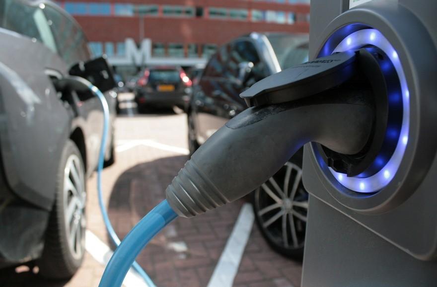 Auto : le marché des voitures électriques, une affaire qui roule
