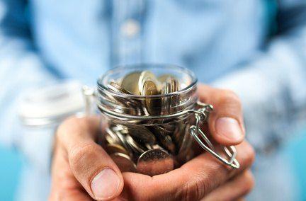 Budget : faut-il solder ses dettes ou épargner?